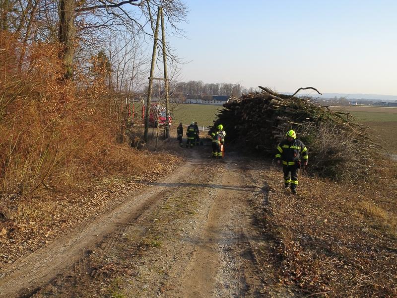 2019_02_19_Oeleinsatz Forstweg-3