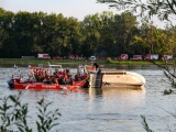 Hausboot auf der Donau gekentert