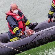 Person ins Wasser gestürzt